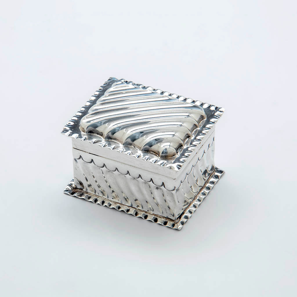 Wiiliam Comyns Antique Sterling SIlver Trinket Box, London, 1890/91