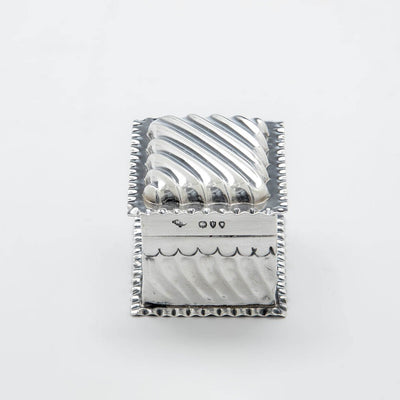 End view of the Wiiliam Comyns Antique Sterling SIlver Trinket Box, London, 1890/91