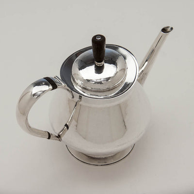 Tea pot to Leslie Durbin English Mid-Century Modern Sterling Silver Coffee Service with Tray, London, 1967/68