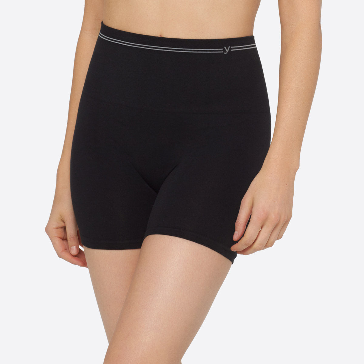 Seamless Cotton Shaping Short in black.
