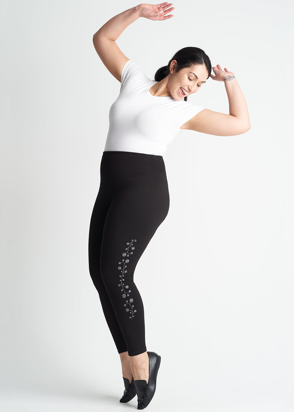 Yummie Denim Skimmer Shaping Legging With Floral Embroidery