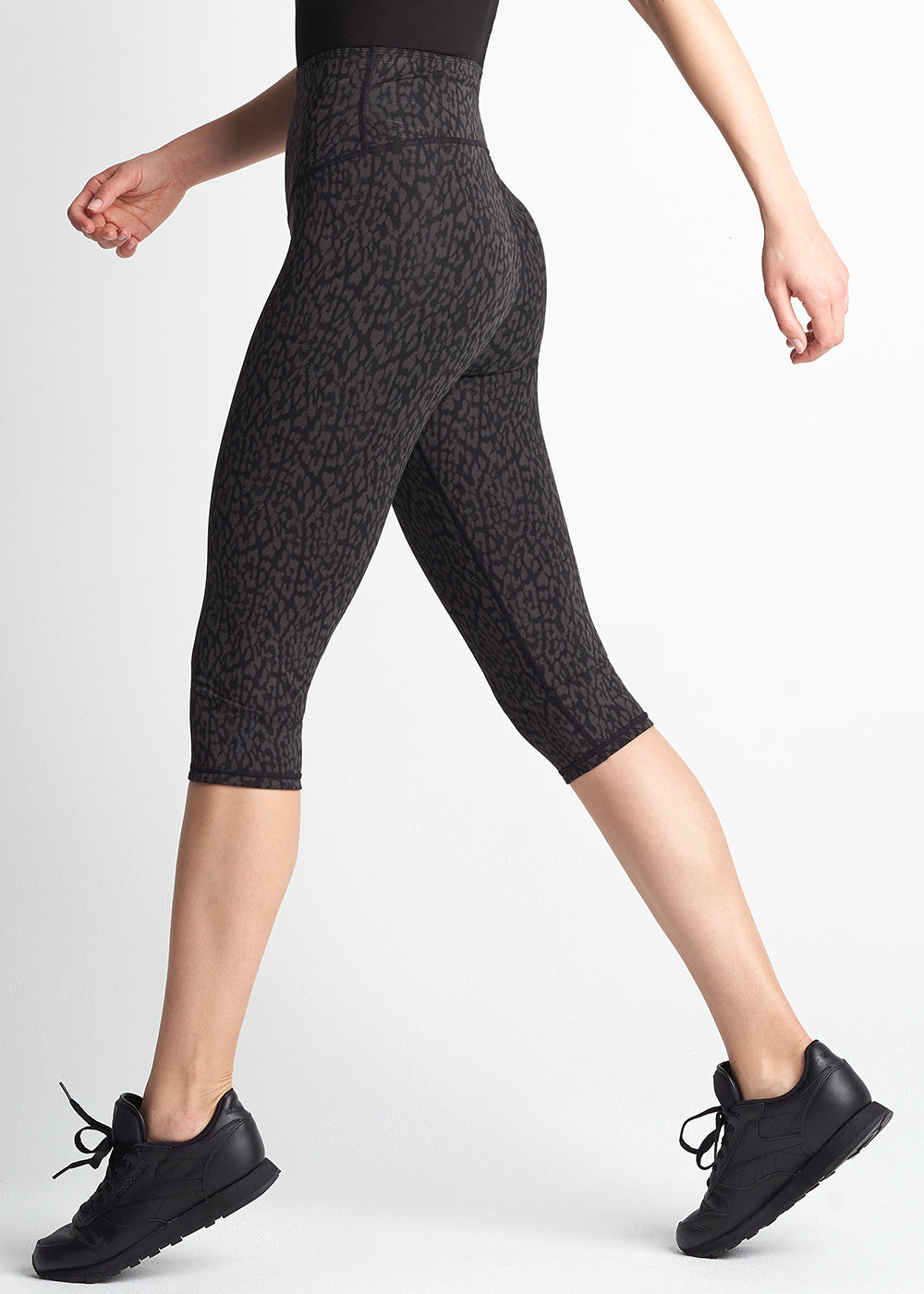 Yummie Talia Reversible Capri Shaping Legging