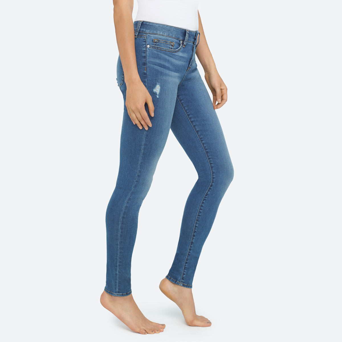 Super sweet pair of skinny jeans! My husband really likes them and wants them in different colors. The pockets are large enough to fit his wallet and phone and such.