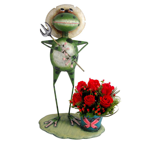 Garden Prescot - Frog Metal Planter with Roses