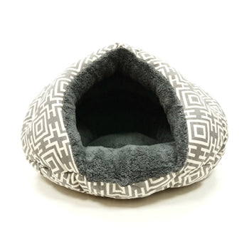 Ultra Plush Gray Geometric Well-Insulated Comfy Cat Bed