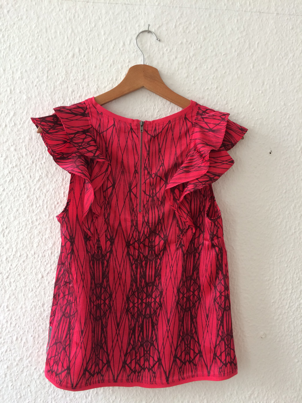 Deep Red-Black Polyester Modern Dkny Blouse Sleeveless Ruffled Size XXS/XS