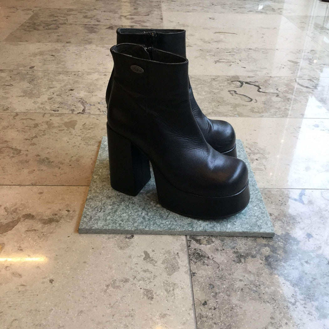 Buffalo Boot Heels Black Leather Buffalo Boot Heels Platform Size 9