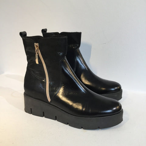 Black-Gold Leather/synthetic Mix Vintage Ankle Boots Platform Size 37