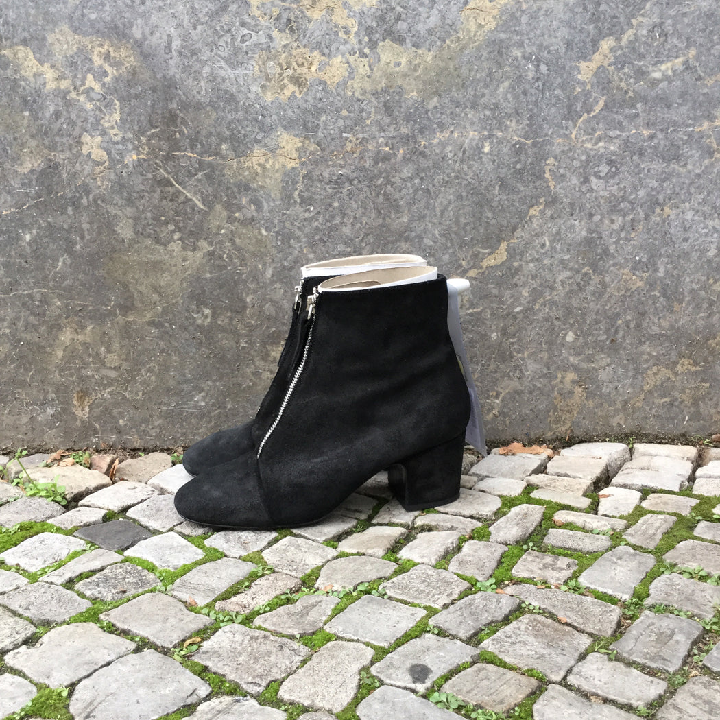 Black Leather Bimba Y Lola Ankle Boot Heels Zippered Size 36