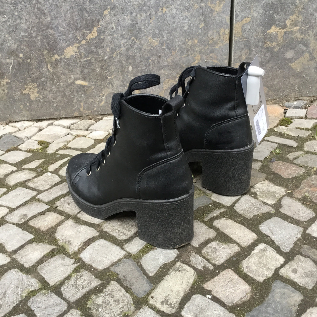 Black Faux Nappa Topshop Ankle Boot Heels  Size 7.5