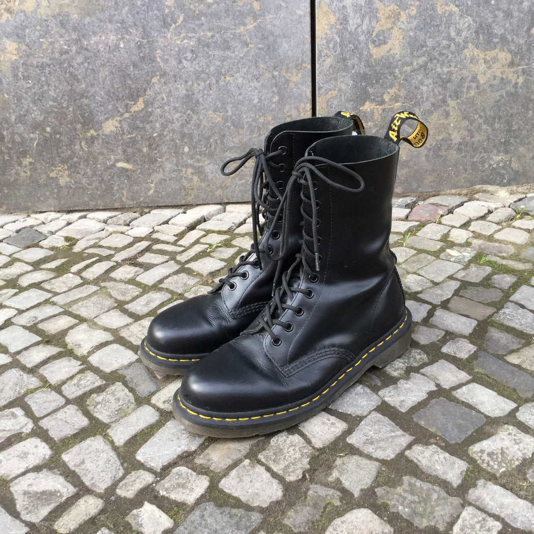 Black Leather/Synthetic Mix Dr. Martens Boots  Size 9