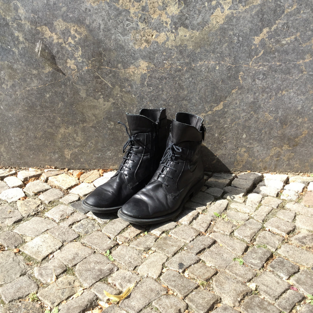 Black Leather/synthetic Mix Contemporary Main Boots Buckled Size 39