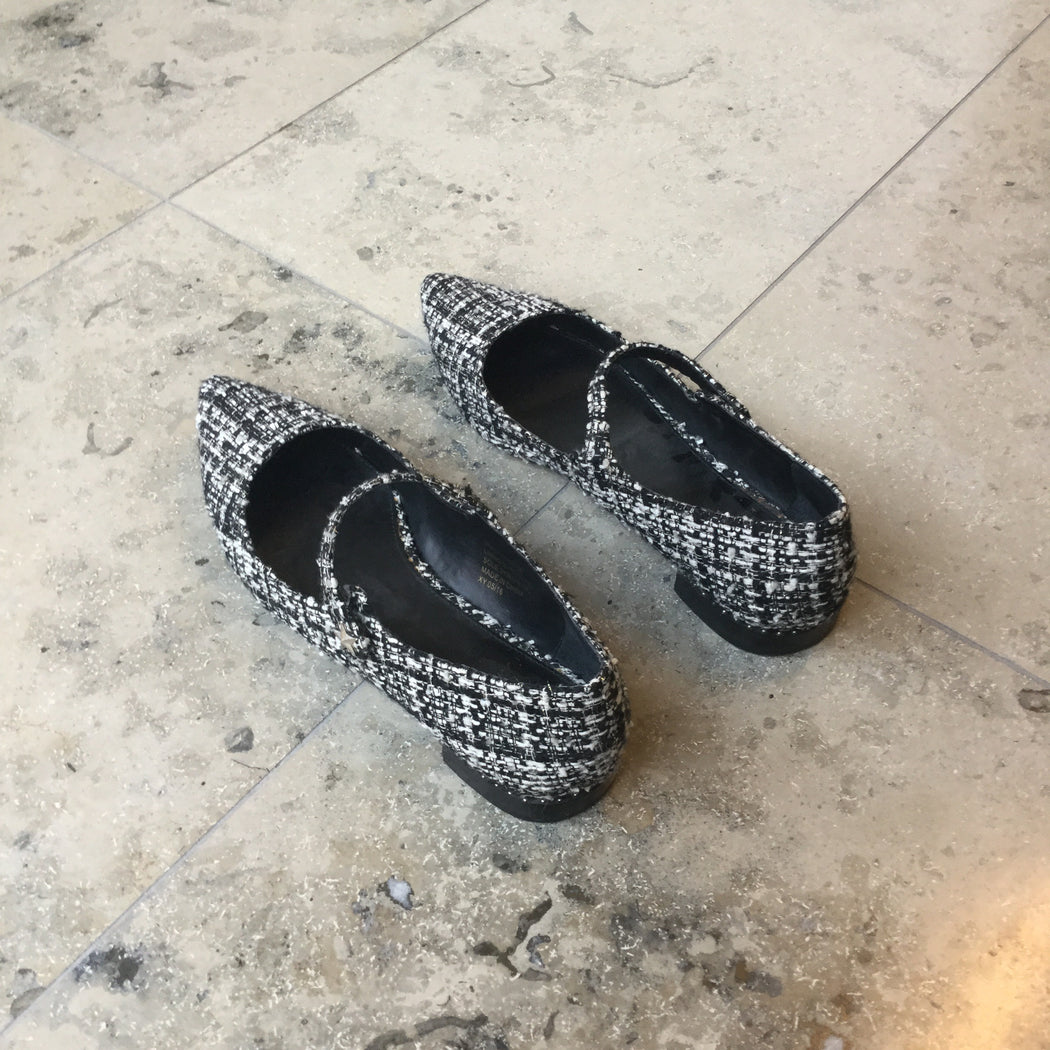 White-Black Leather / Wool Kurt Geiger Flats Pointy Toe Size 38