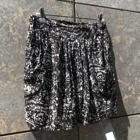 Black-White Rayon Minimum Mini Skirt  Size 28/29
