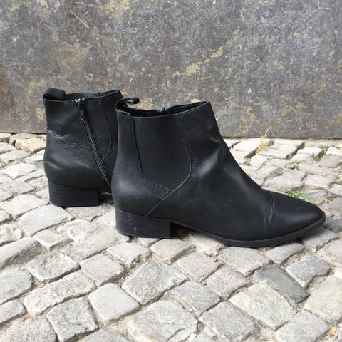 Black Leather Contemporary Main Ankle Boots  Size 9.5