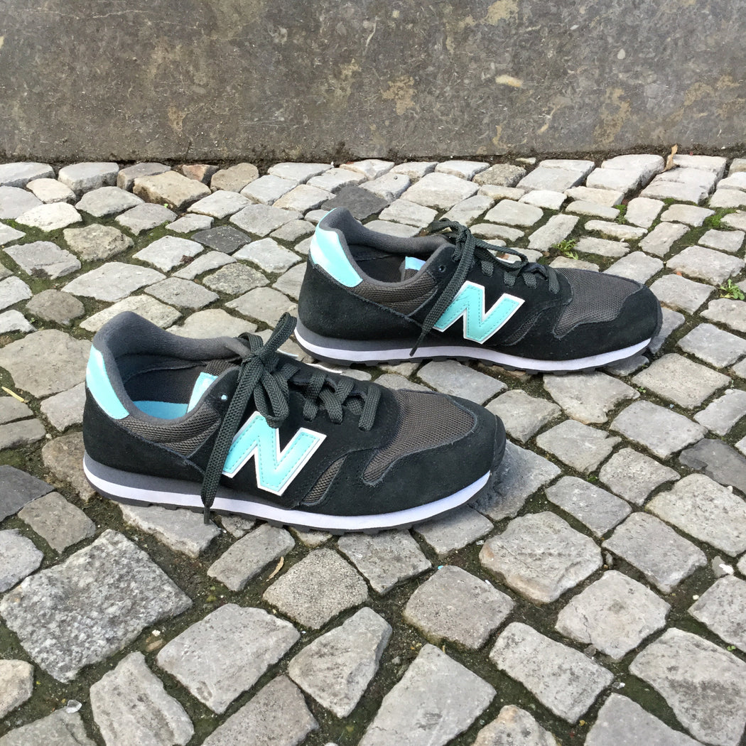 Black-Blue Leather/Synthetic Mix New Balance Sneakers  Size 7.5