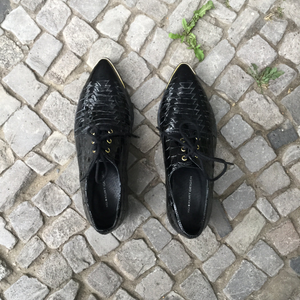 Black-Gold Leather / Metal Mix Contemporary Designer Oxfords Pointy Toe Size 6.5