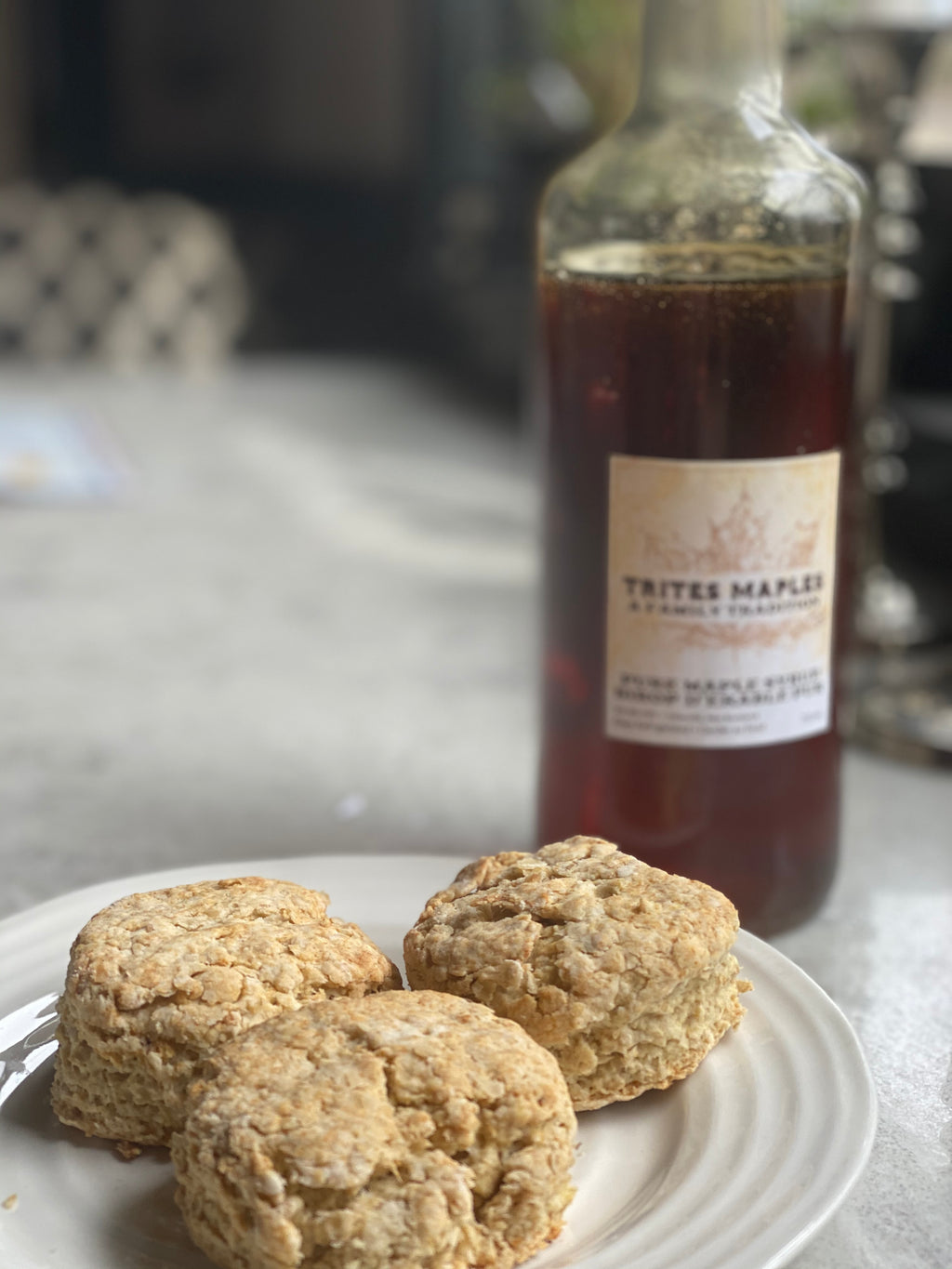Oatmeal biscuits with maple butter