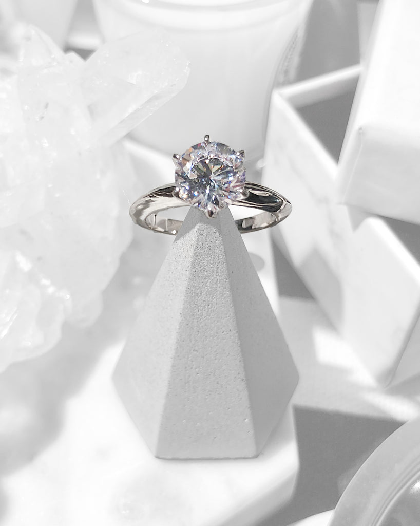 The Classic 6-Prong Solitaire | STYLEITNRY