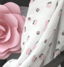 draped Forsting swaddle with giant rpse decor