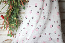 Frosting swaddle with display flowers