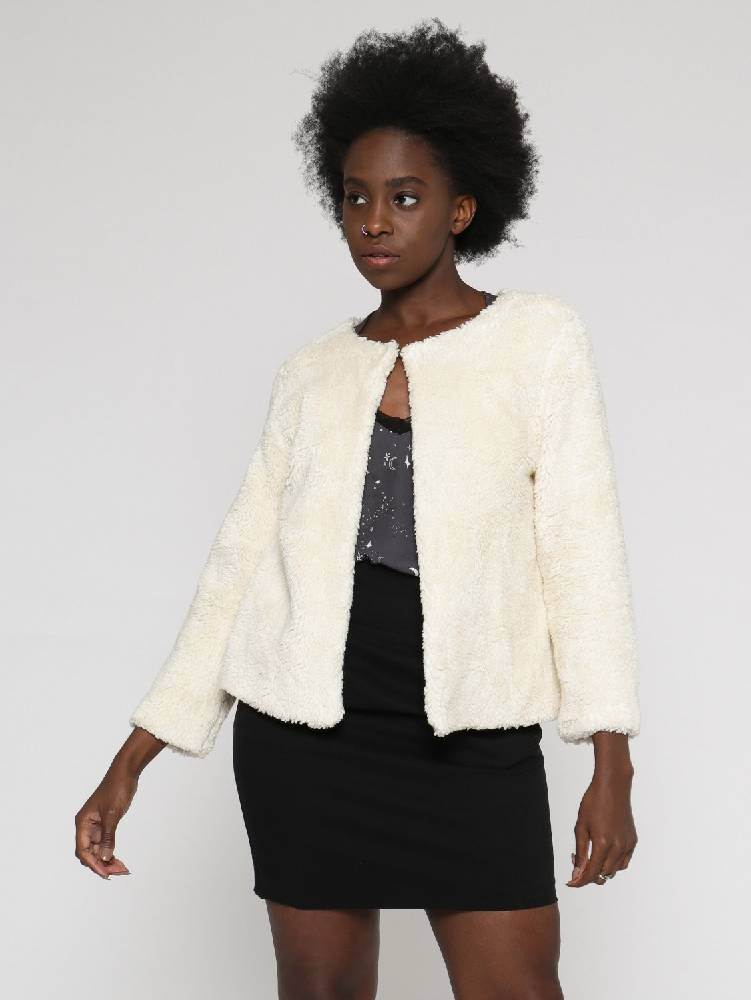 faux fur boxy-shaped jacket with 7/8 long sleeves, round neck and hook