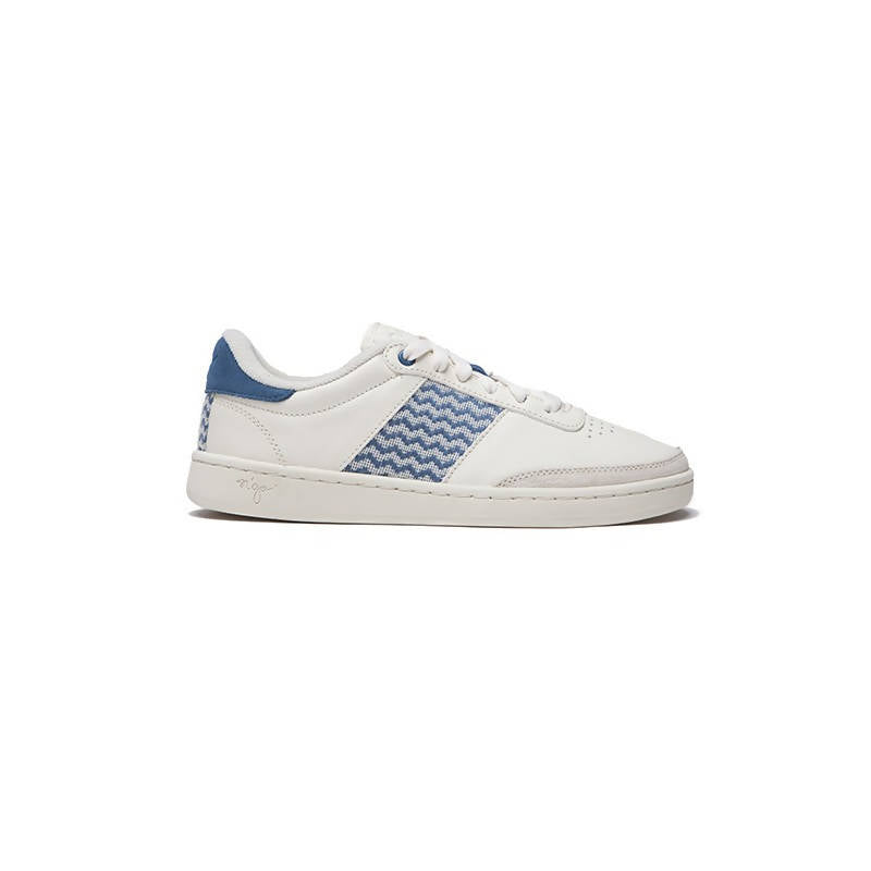 Low-top sneakers in white eco-leather with blue details