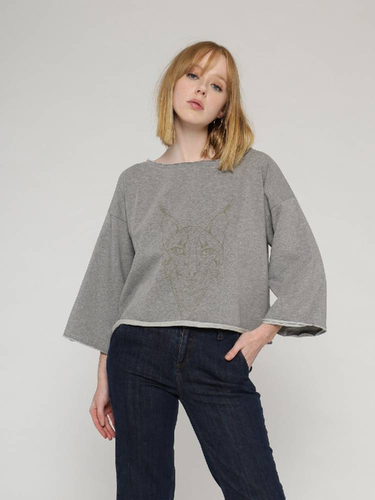 sweatshirt with raw edges and 3/4 cropped wide sleeves