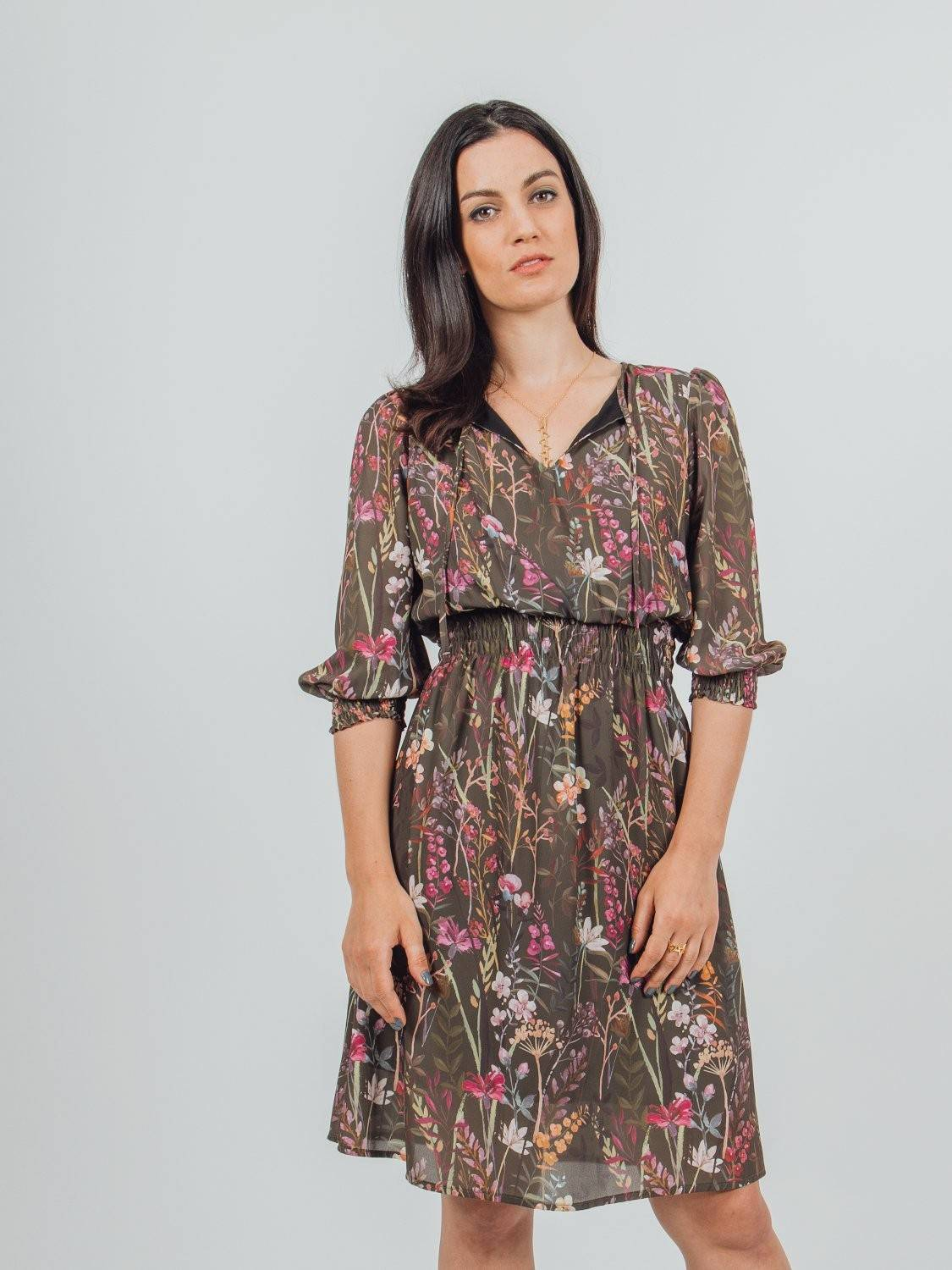 knee-length dress with v neck and wide blouson sleeves frilled at the hem