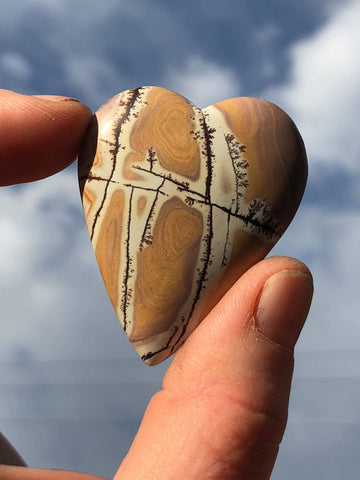 Dendridic Rhyolite Hand Carved Heart By Sacsha Berlincourt - Moroccan Village