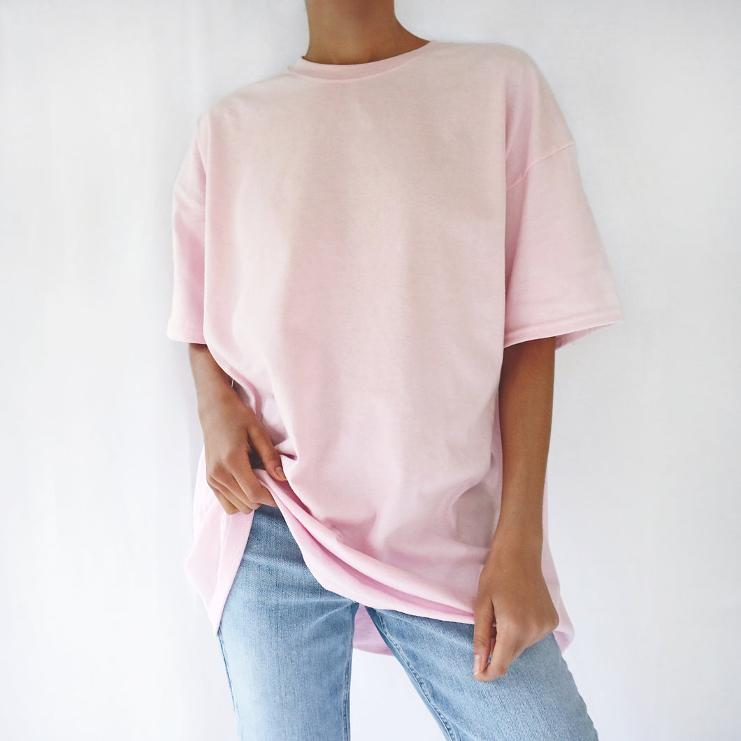 Baby pink oversized plain t-shirt dress for women paired with mom jeans. Ethically made t-shirt. Casual 90s outfit.