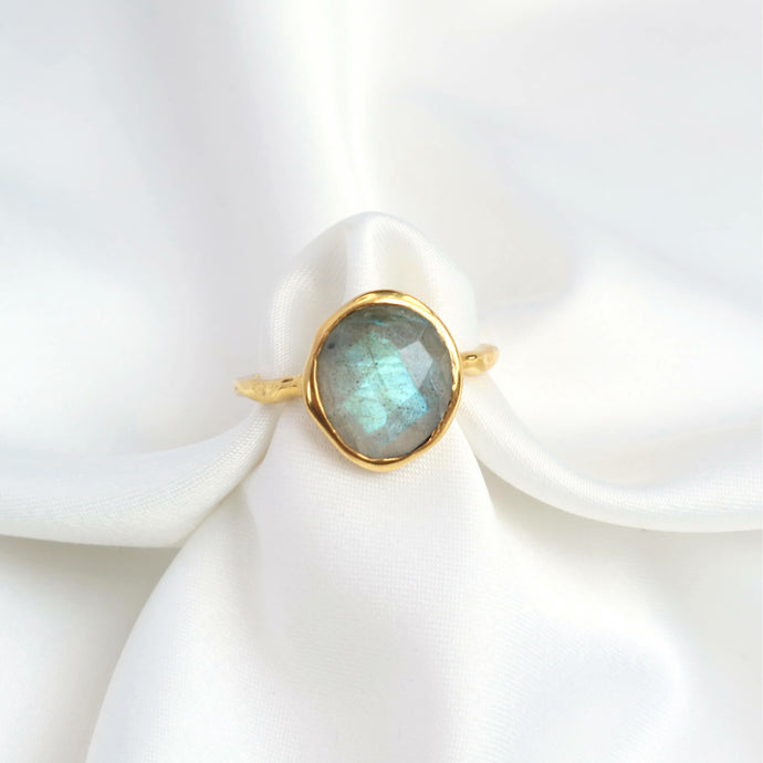 Labradorite gemstone gold ring with a 18k gold-plated hammered band. Rani & Co.