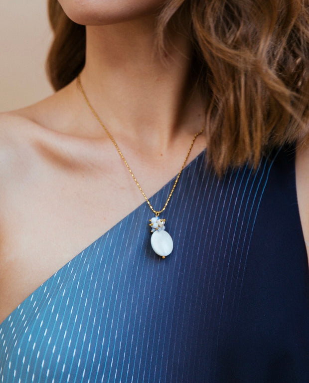 Eva Round Mother of Pearl Necklace