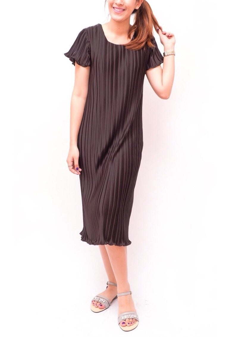Saks Round Neck Pleated Dress