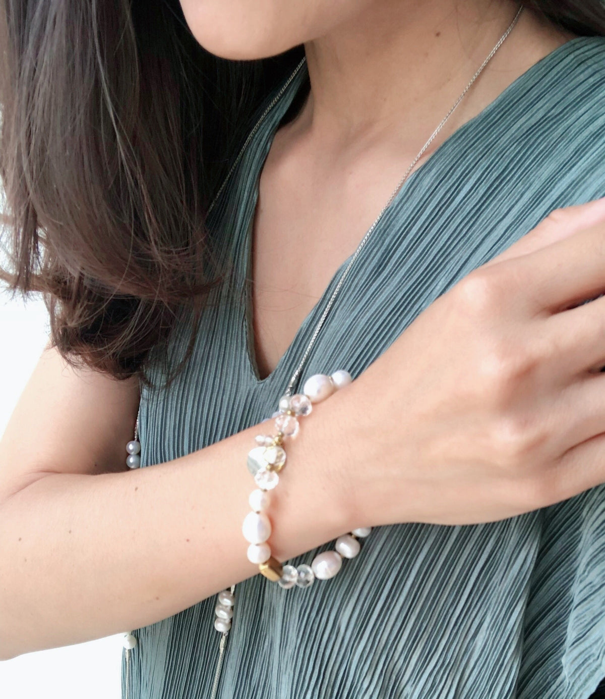 A Set of Luxa Pearl Necklace and Linta Bracelet  (5%off)