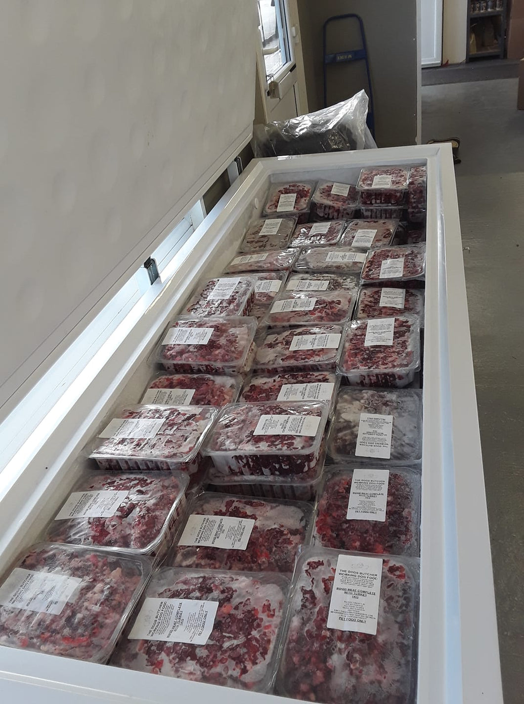 The Dog's Butcher. Veal mince with duck neck 80/10/10 1kg