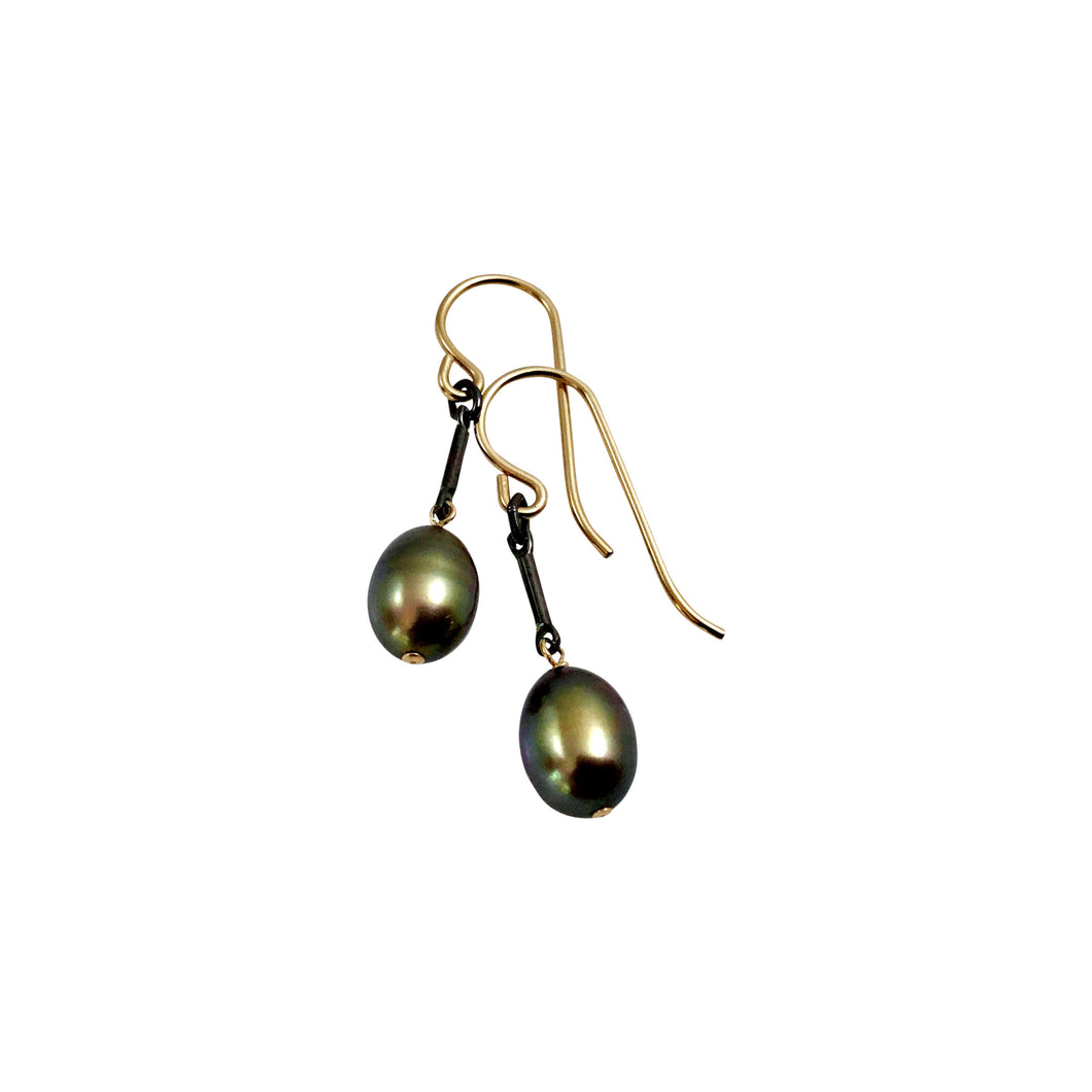 GREEN PEARL TINY EARRINGS