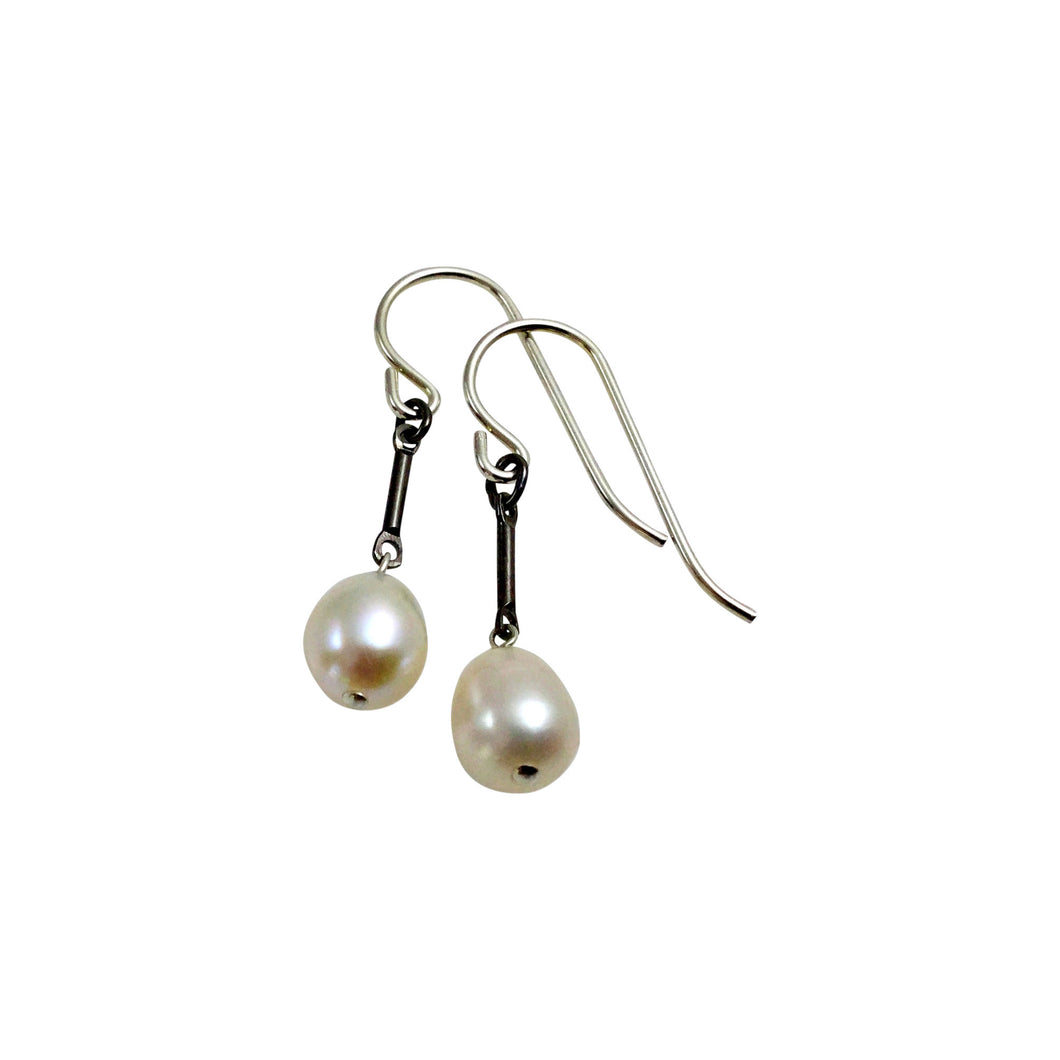 IVORY PEARL TINY EARRINGS