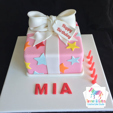 Big Bow Gift Box Cake -n Pink