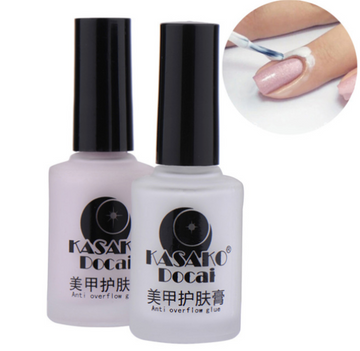Avoid polish on your skin by lining the skin around your nails with Kasako Docai Peel Off Liquid Tape. Simply peel off or wash with water after painting your nails. Available in 12ml