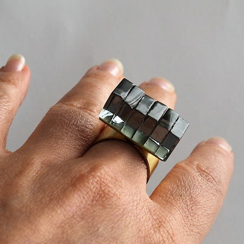 Handmade ring New York, black glass/brass, Rosa Mendez