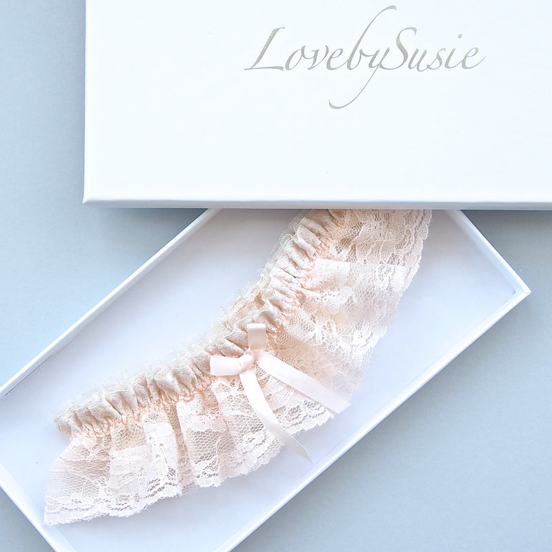 Grace Blush Pink Wedding Garter, Pink Vintage Lace wedding Garter, Luxury Lace Garters