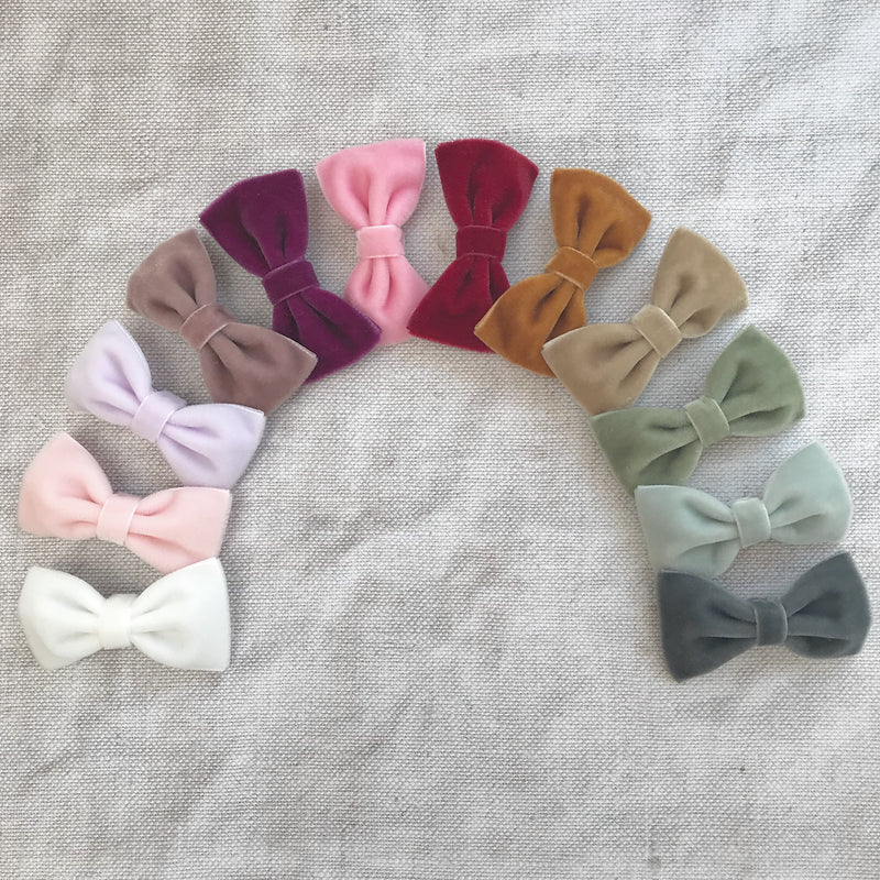 Customised velvet bow hair clip sets, custom bow hair clip colours, baby bow hair clips, Baby hair clips, Toddler hair clips, velvet hairbows, baby velvet bows, christmas hairbows, velvet bow hair accessory, little girls hair accessory, velvet bows for Christmas, bow hair clip set, mini velvet hairbows