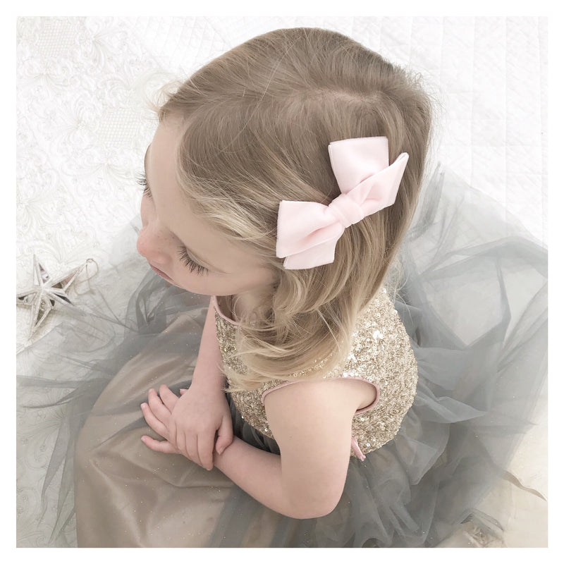 pale pink velvet bow hair clip, pink velvet hair bow, pink flower girl bow, velvet bow, flower girl hair accessory, pink velvet hair bow clip