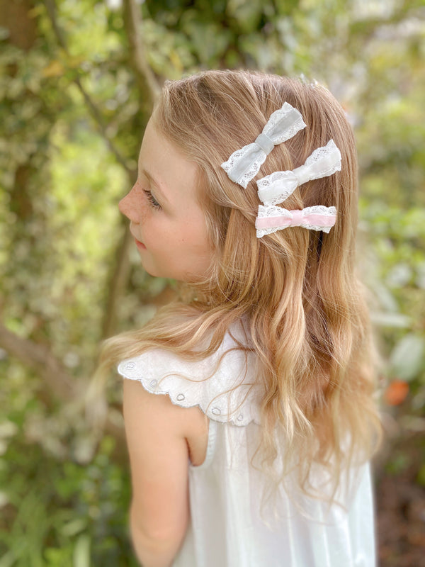 VICTORIANA Mini Velvet Bow Hair Clips/ Ivory