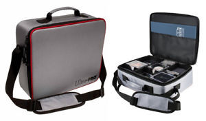 Collectors Deluxe Carrying Case-ULTRA PRO- nuvolosofumetti.