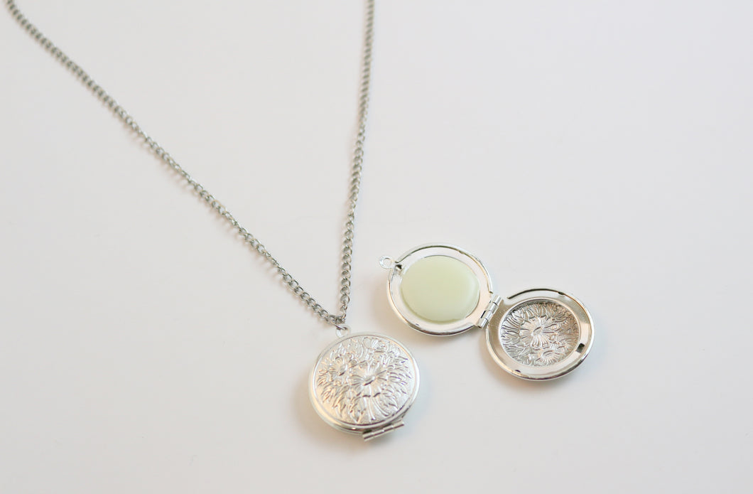 Solid Perfume Locket Necklace (Silver Circular Locket on Silver Chain)
