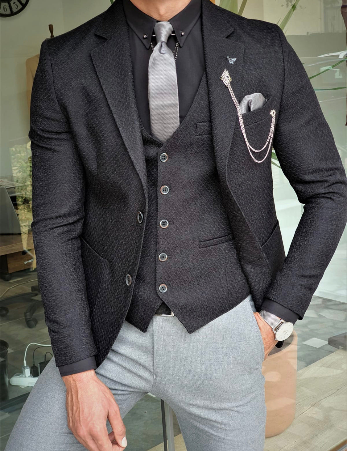 Garuzo  Black Slim Fit Suit