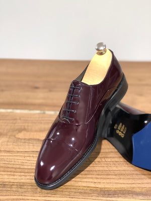 Classic Laced Patent Leather Shoes in Burgundy