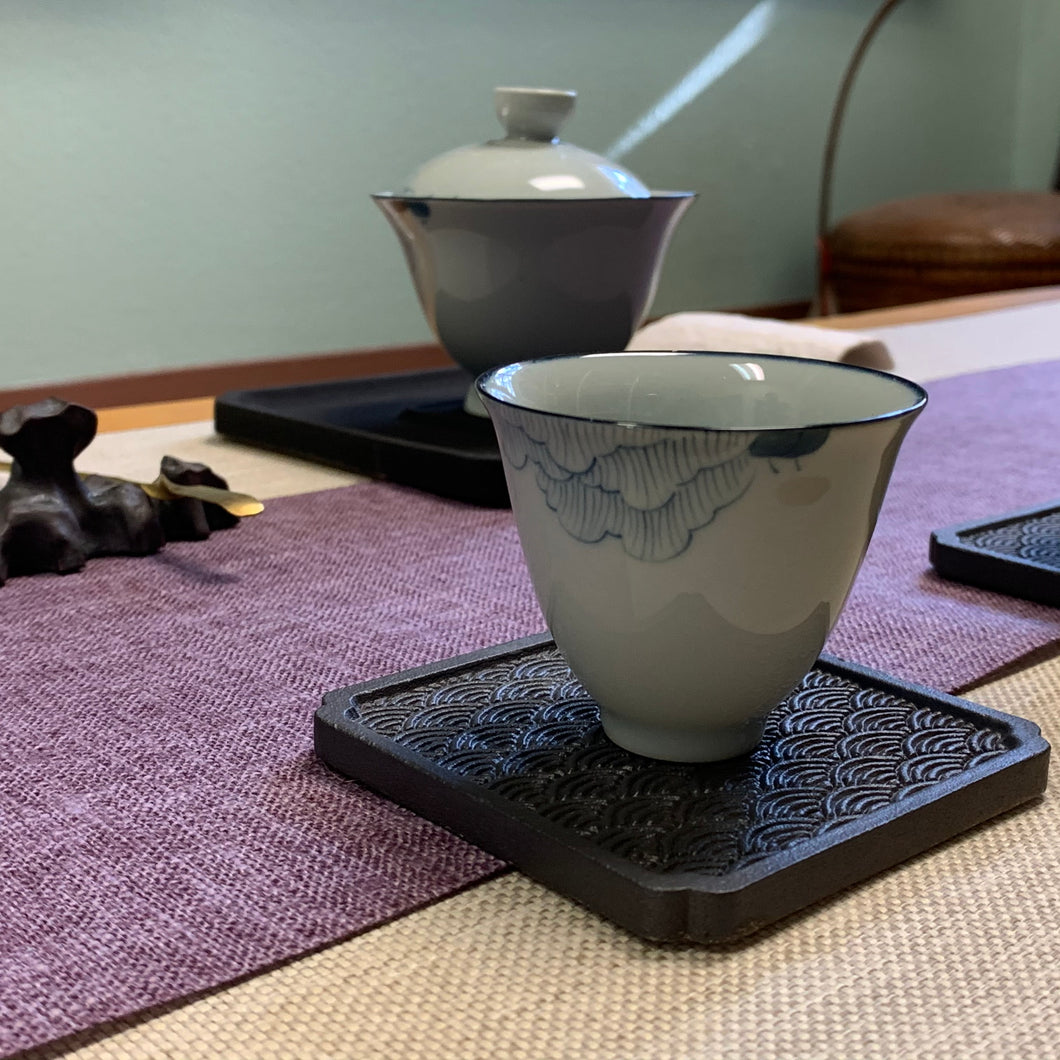 Lotus Pattern Gaiwan and Cups (3)